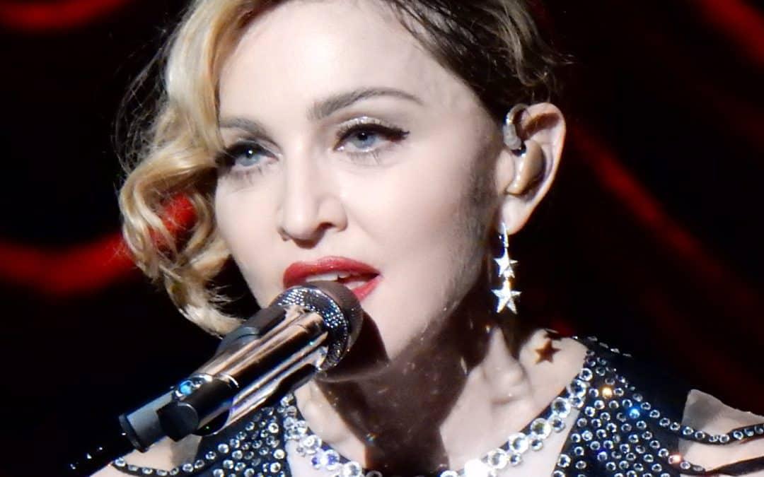 "Madonna Defends Her self-serving Aretha Franklin ""VMA"" Tribute"