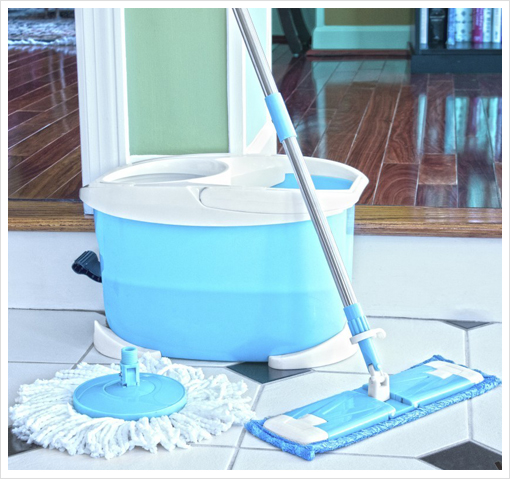 Viatek Clean-Spin 360º Microfiber Disc Mop with BONUS Flat Mop Head and Cleaning Bucket!