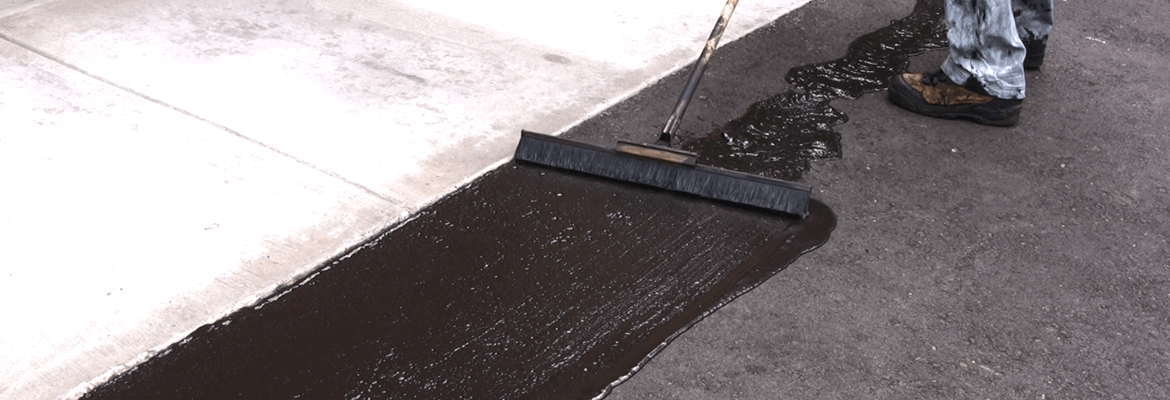Should asphalt driveway be sealed?