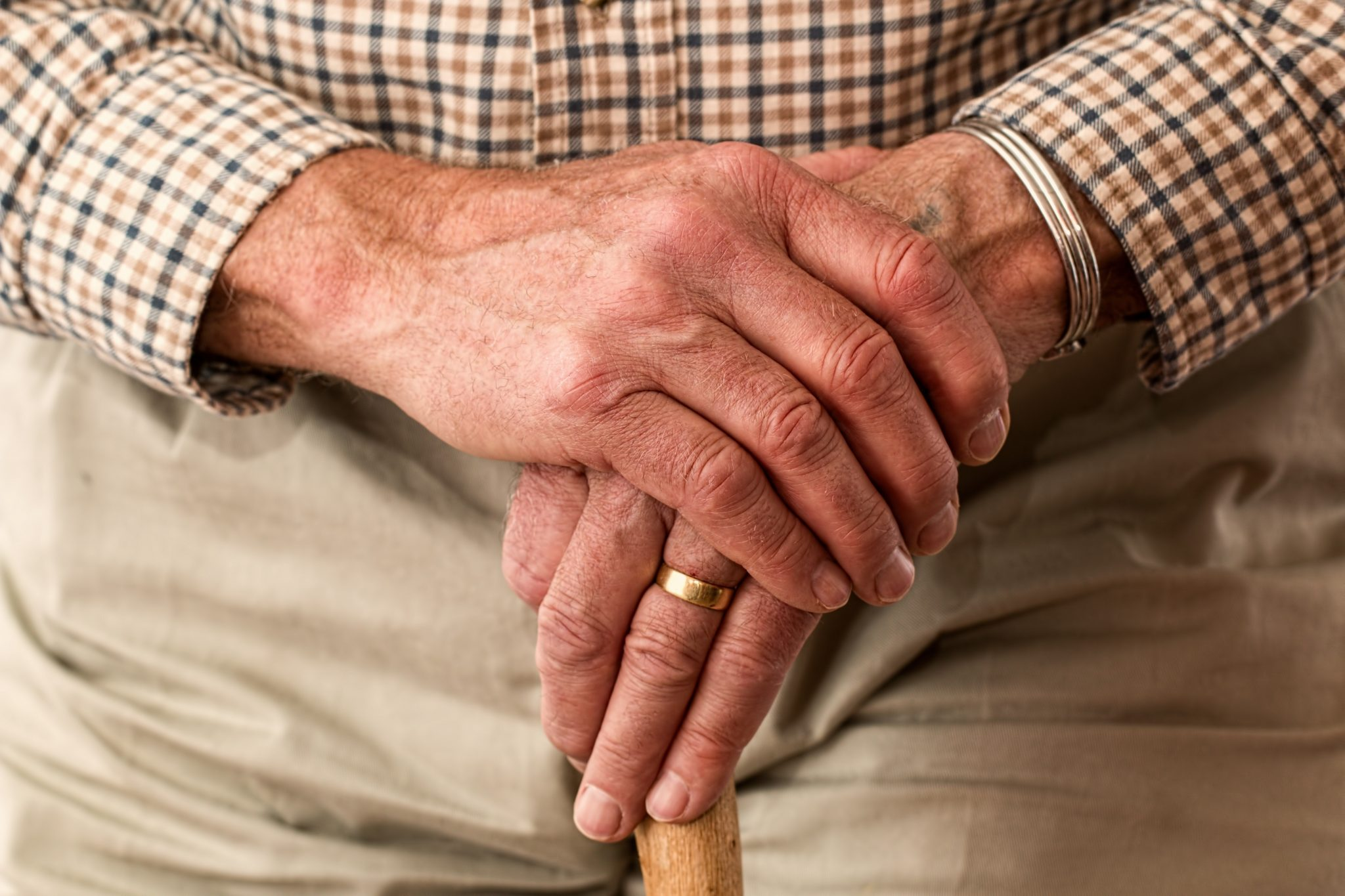 old-hands-on -a-cane