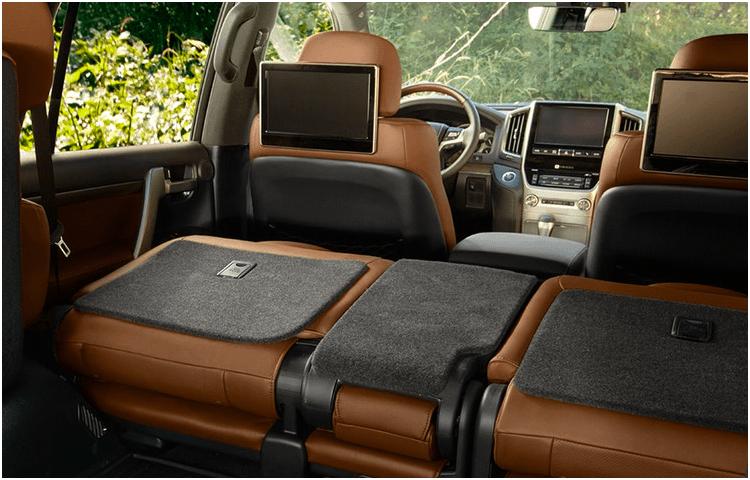 2018 Toyota Land Cruiser interior style