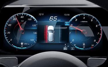 Digital speedometer and tachometer in new Mercedes-Benz GLB