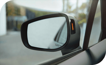 Blind spot assistance light on the side mirror of the 2020 Subaru Impreza