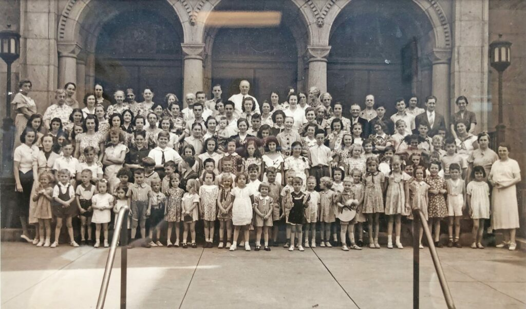Photo of Summer Bible School participants from 1937