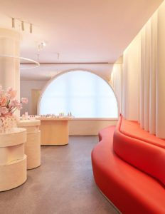172e580747cd Upstart beauty brand and retailer Glossier announced today that it plans to  open Glossier Flagship