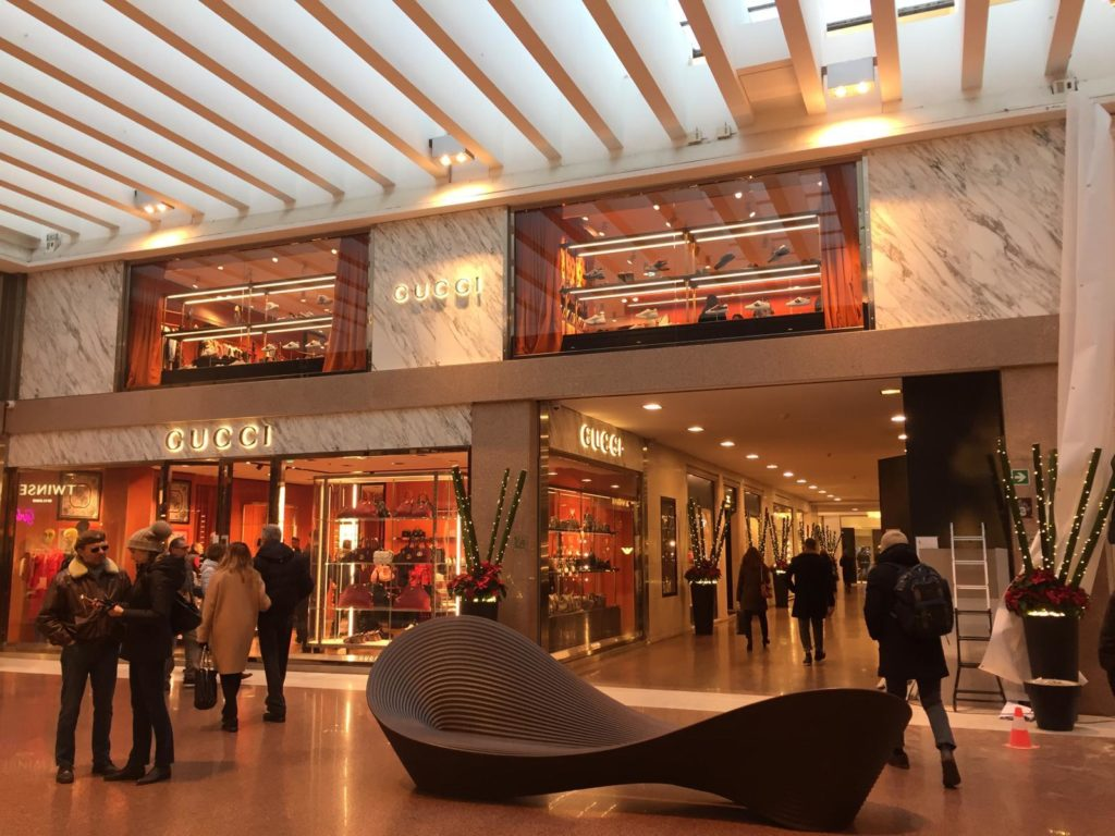 f7f0750786c Gucci reopens its boutique in Galleria Cavour. The new store that opened on  Wednesday