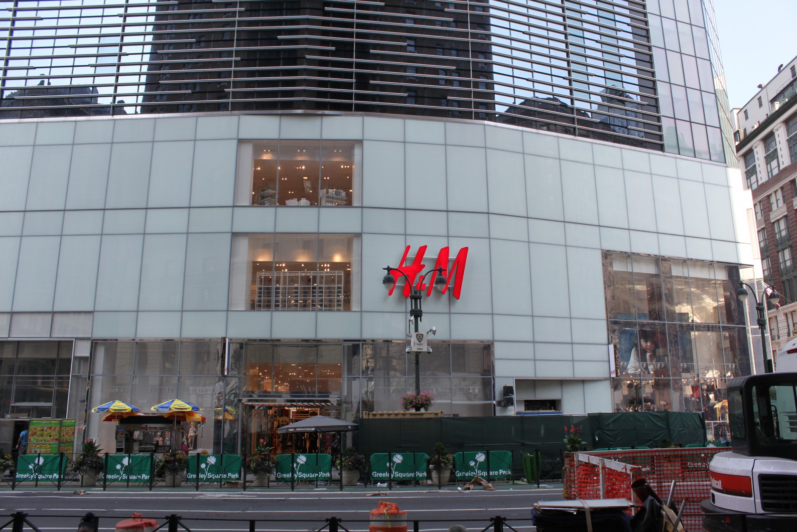 H&M 1293 Broadway New York, NY 10001 on 4URSPACE retail ...