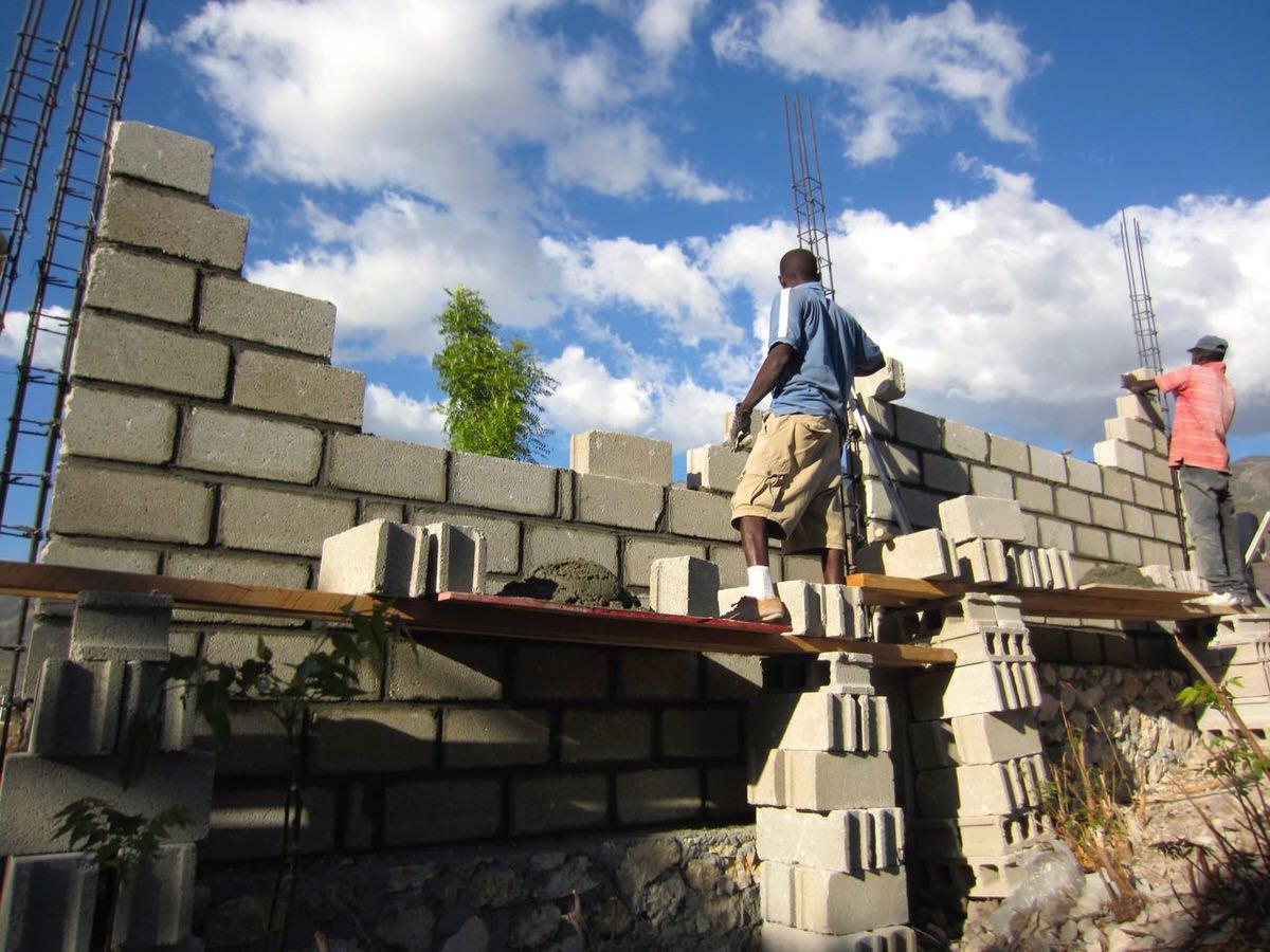 2014 Haiti wall - men at work 3