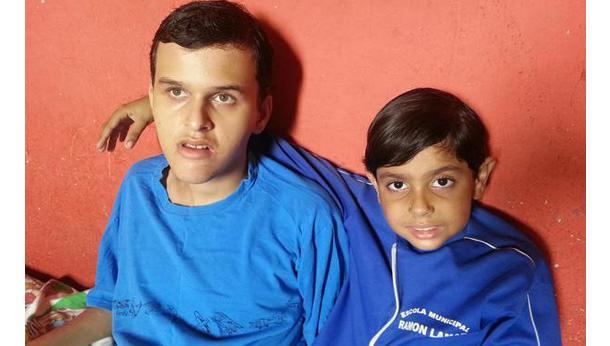 Ajude os irmãos Erick e Emanuel