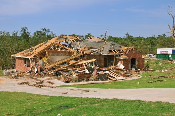 【長野県軽井沢】突風で家が倒壊