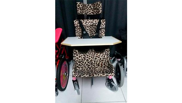 Cadeira de rodas para a pequena Kethelin!