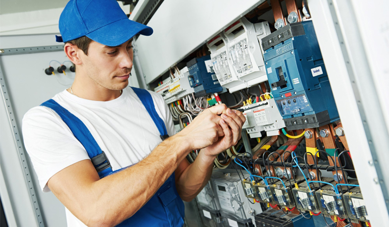 Expert Electrician Suggest Energy Efficiency Tips For The Summer Time