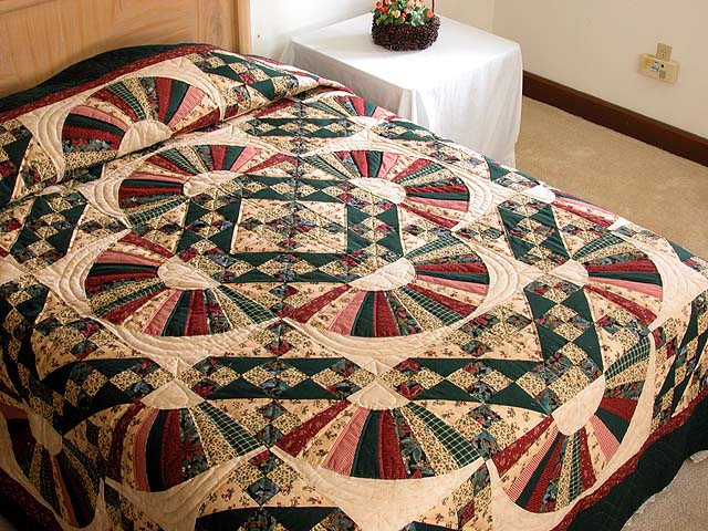 King Hunter Green and Burgundy Jacobs Ladder Fan Quilt Photo 1