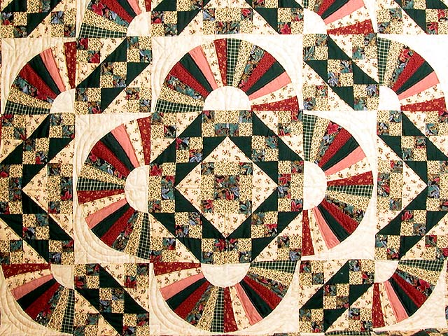 King Hunter Green and Burgundy Jacobs Ladder Fan Quilt Photo 3