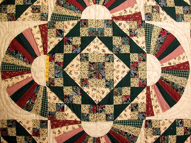 King Hunter Green and Burgundy Jacobs Ladder Fan Quilt Photo 4