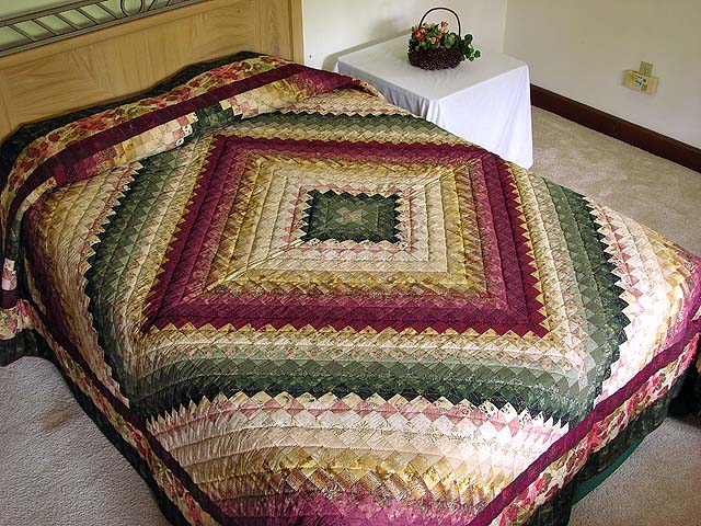 King Burgundy Green and Gold Color Splash Quilt Photo 1