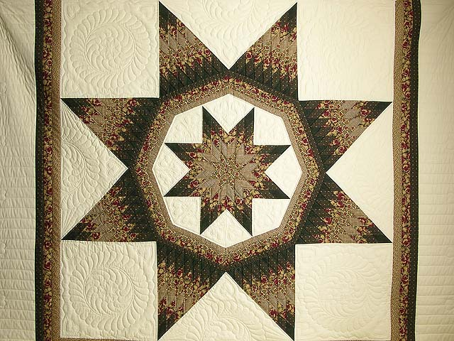 King Moss Burgundy and Tan Royal Star of Maryland Quilt Photo 3