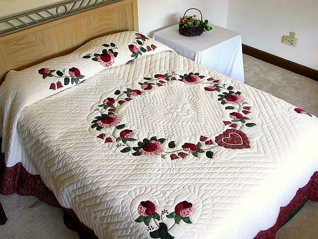 King Red Paisley Heart of Roses Quilt Photo 1