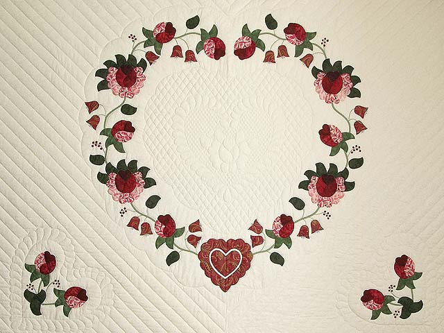 King Red Paisley Heart of Roses Quilt Photo 3
