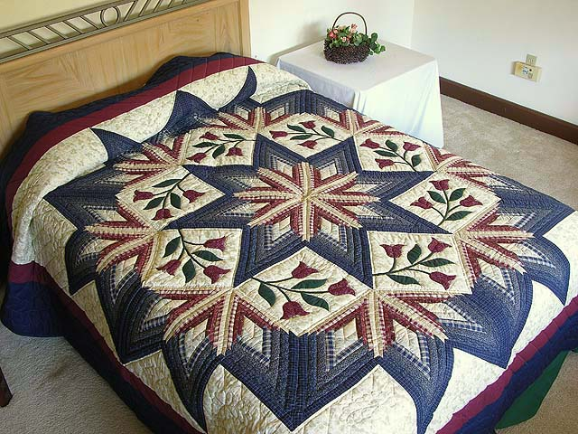 King Navy and Burgundy Eight Point Wreath Quilt Photo 1
