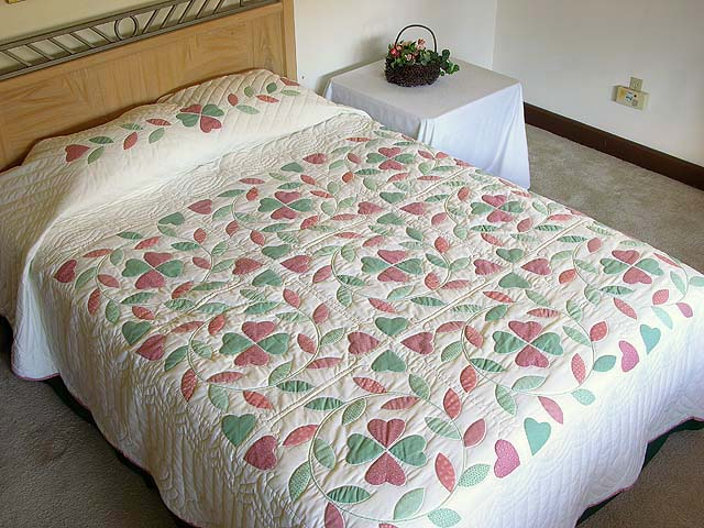 Peach and Green Bridal Wreath Applique Quilt Photo 1
