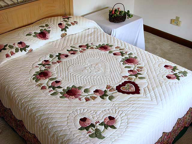 Brick and Salmon Heart of Roses Quilt Photo 1