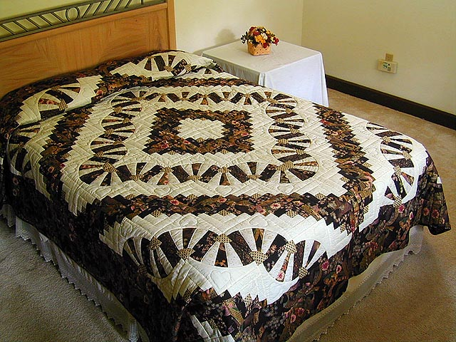 Black and Gold Log Cabin Fans Quilt Photo 1