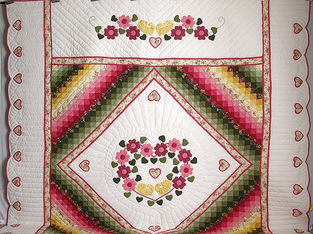 King Rose Peach and Gold Sweetheart Sunshine and Shadow Quilt Photo 2