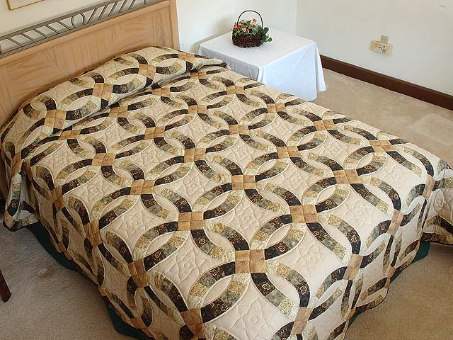 Tan and Earthtones Double Wedding Ring Quilt Photo 1