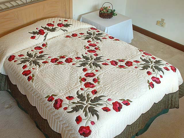 Dark Moss and Poppy Red Poppy Fields Quilt Photo 1