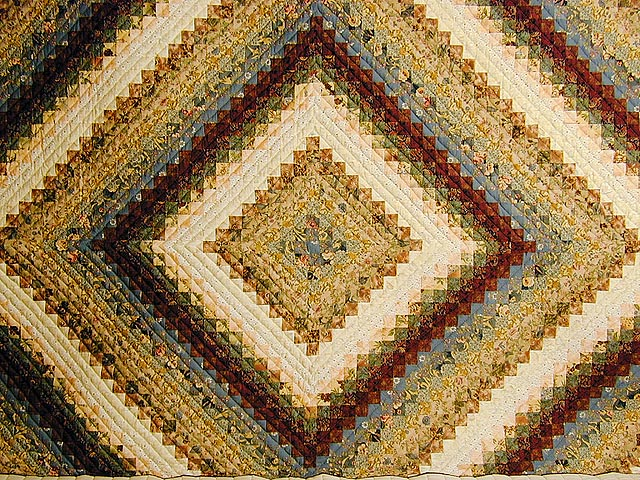 Burgundy and Gold Color Splash Quilt Photo 3