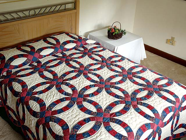 Rose & Blue Double Wedding Ring Quilt Photo 1