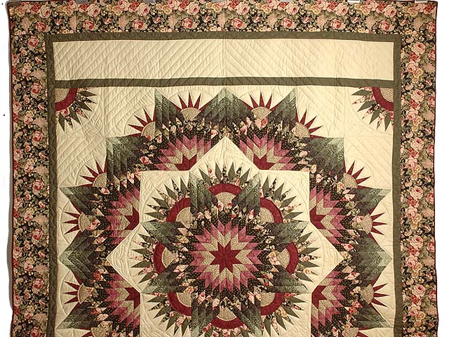 Rose Green and Beige Compass Star Quilt Photo 2
