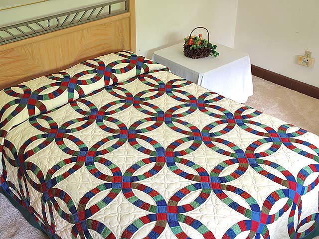 Extra Fine Multicolor Double Wedding Ring Quilt Photo 1