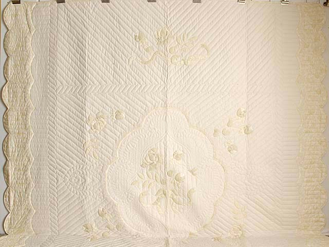 King Ivory and Maize Lancaster Treasures Quilt Photo 2