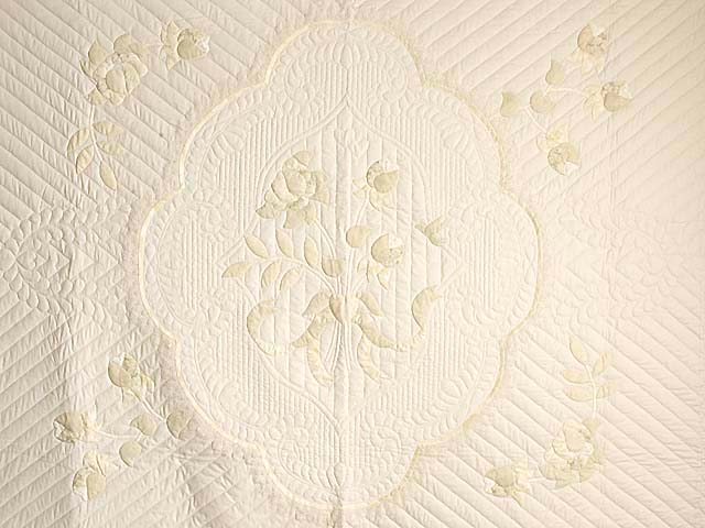 King Ivory and Maize Lancaster Treasures Quilt Photo 3