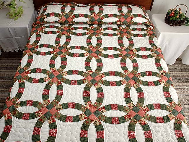 Green and Coral Double Wedding Ring Quilt Photo 1