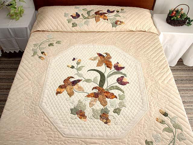 Neutrals and Autumn Gold Petal Showcase Quilt Photo 1