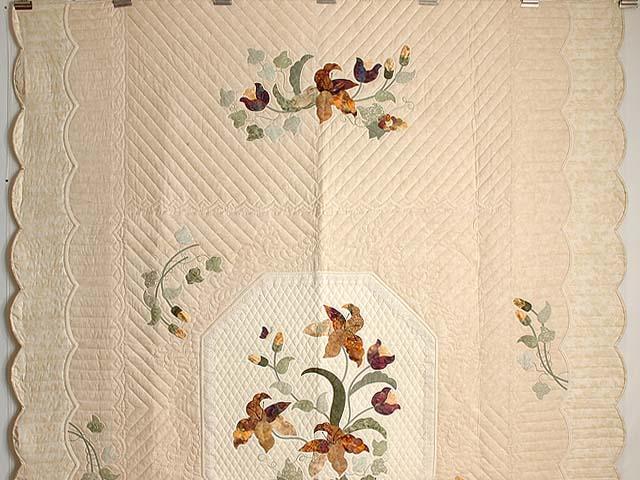 Neutrals and Autumn Gold Petal Showcase Quilt Photo 2