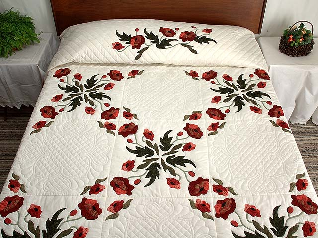 Paisley Red and Green Poppy Fields Quilt Photo 1