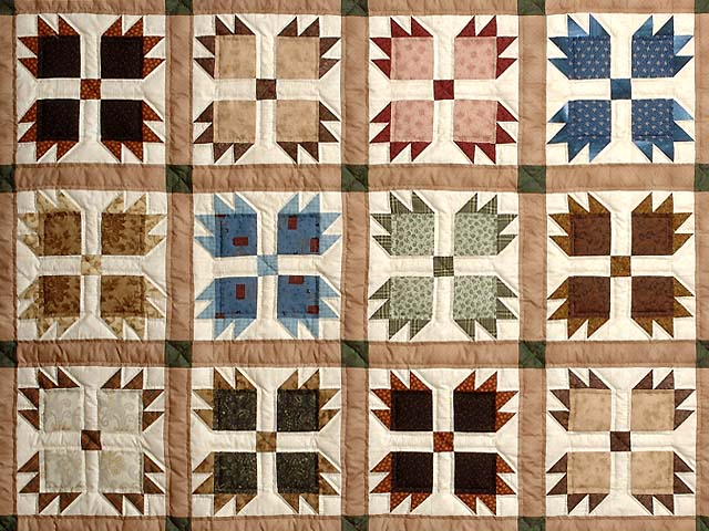 Green Burgundy and Multicolor Bears Paw Quilt Photo 3