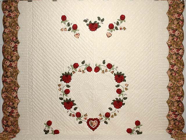 King Red Moss and Gold Heart of Roses Quilt Photo 2