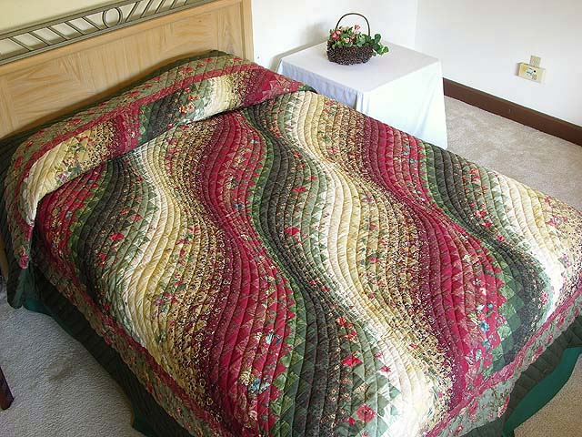 Green Paprika and Ivory Bargello Wave Quilt Photo 1