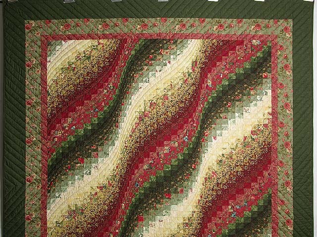 Green Paprika and Ivory Bargello Wave Quilt Photo 2