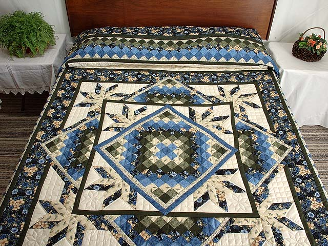 Blue Cream and Dark Green Commons Star Medallion Quilt Photo 1