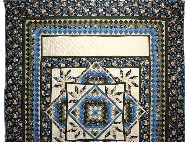 Blue Cream and Dark Green Commons Star Medallion Quilt Photo 2