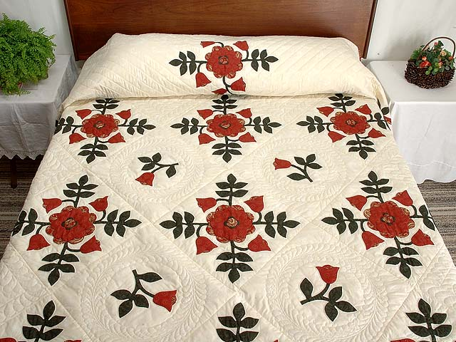 Red and Green Ohio Rose Quilt Photo 1