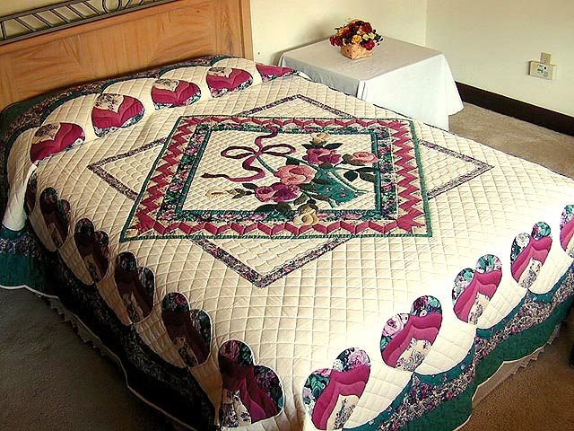 Green and Rose Garden Basket Applique Quilt Photo 1