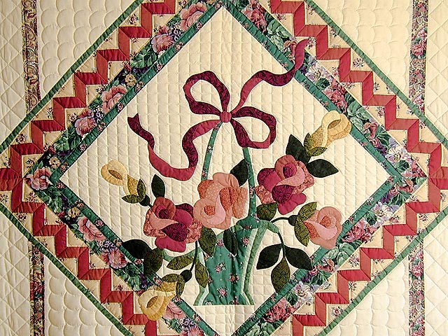 Green and Rose Garden Basket Applique Quilt Photo 3