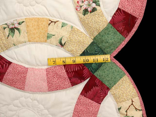 Rose Yellow and Green Double Wedding Ring Quilt Photo 6